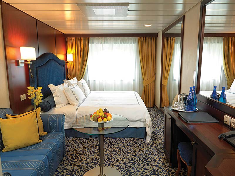 Ship Insignia M Long Can Accommodate Up To 684 Passengers