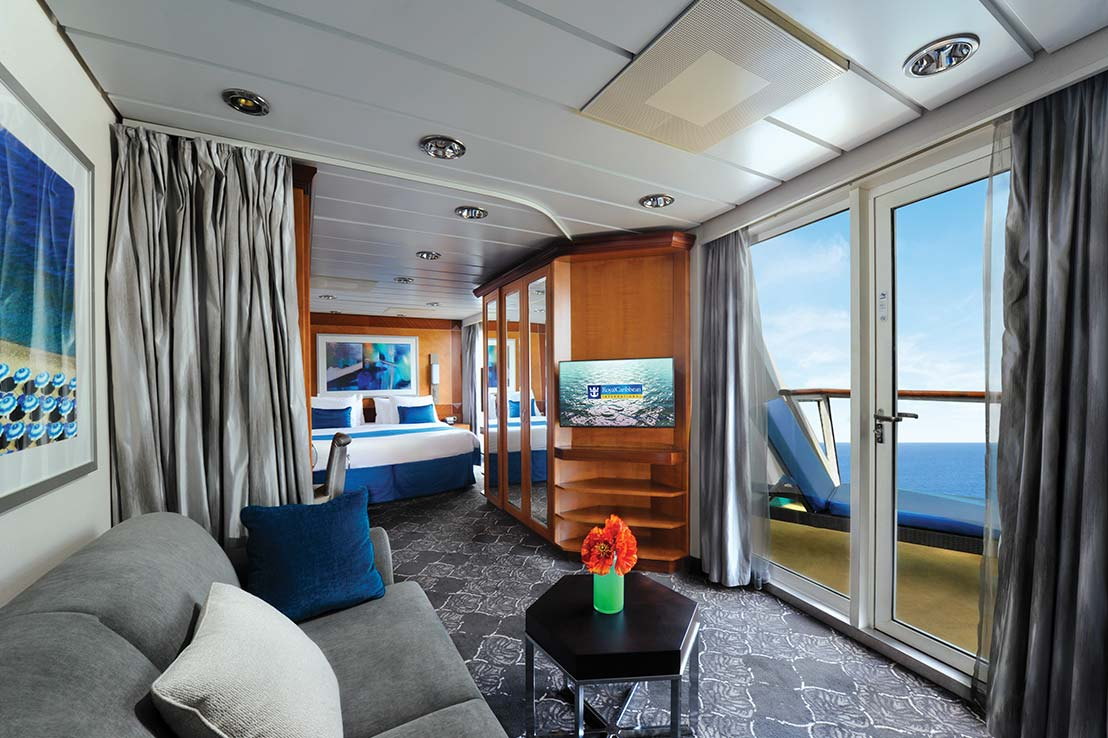 royal-caribbean-empress-of-the-seas-owners-suite